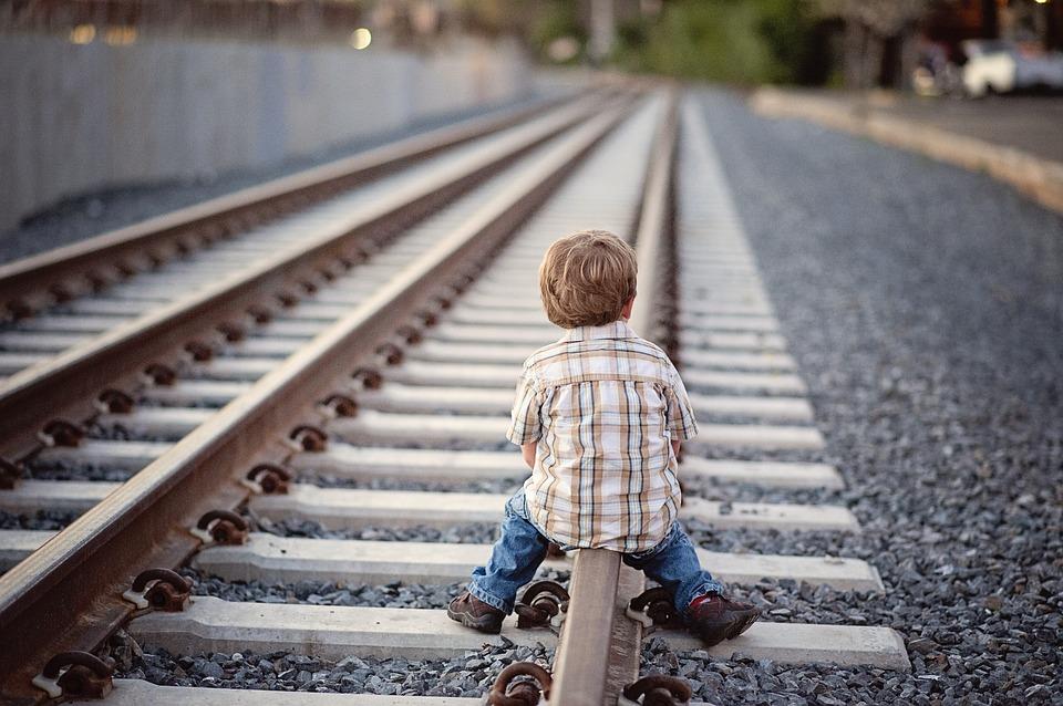 kisfiú_vonat