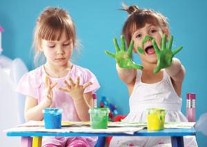 gyerekek festekes tenyerrel2