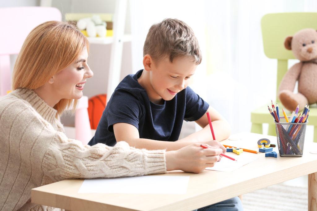 Az autizmussal élő gyermekek kommunikációs fejlesztésének lehetősége a csoportszobában